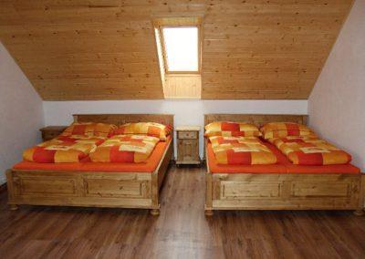 jedna z ložnic apartmánu Rovensko